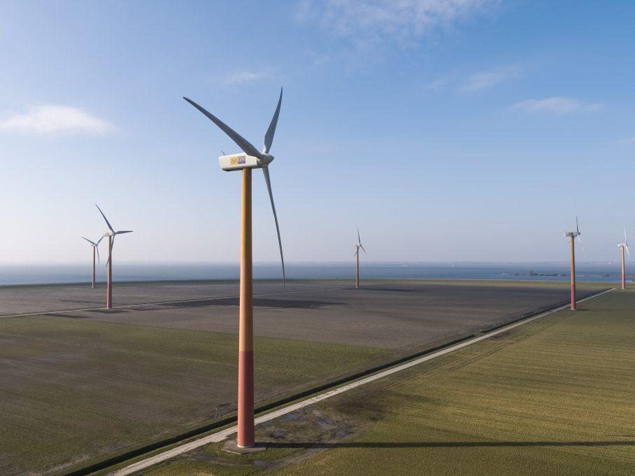 Almere, 22 februari 2018. Windmolens aan het Lawsonspad